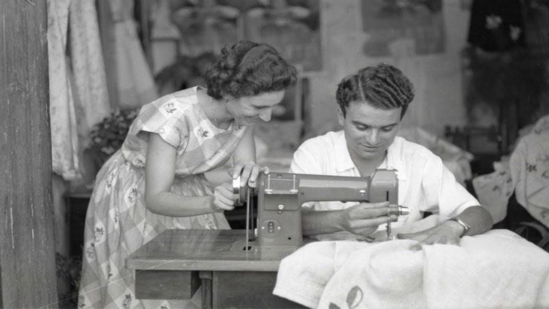 riparare un vestito con macchina da cucire